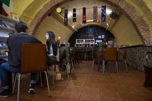 Una de las salas de la Euskal Etxea, en la calle del Arc de Sant Vicenç.