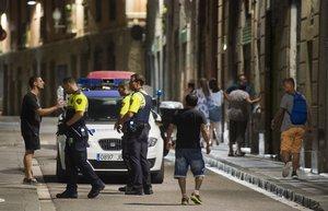 Apunyalat un menor en una baralla multitudinària al Raval de Barcelona