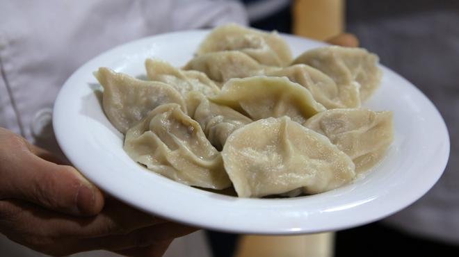 Cómo preparar jiaozi de cerdo y setas.