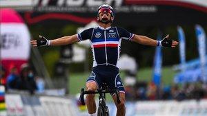Julian Alaphilippe se proclama campeón del mundo en Imola.