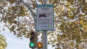 Barcelona vetarà l'entrada a 50.000 vehicles contaminants el 2020
