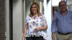Susana Díaz, junto al secretario de Organización del PSOE andaluz, Juan Cornejo, a la llegada a su reunión con Pedro Sánchez este viernes.