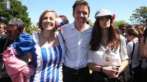 Tania Sánchez, Íñigo Errejón y Clara Serra, los tres primeros en la lista de Podemos de Madrid, asisten a la fiesta deSan Isidro.