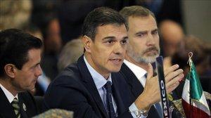 Pedro Sánchez y Felipe VI, este viernes durante la cumbre iberoamericana celebrada en Antigua (Guatemala).