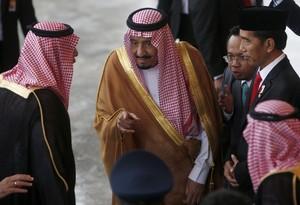 El rey Salman bin Abdulaziz al-Saud el pasado mes de marzo con el presidente de Indonesia, Joko Widodo, enun viaje oficial al país asiático.