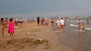 Una dona de 86 anys mor a la platja de Vilanova