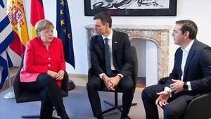Merkel, con Sánchez y Tsipras, representantes de los dos primeros estados con los que acordó el envío de migrantes