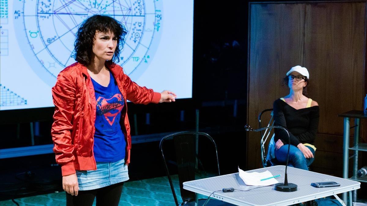Gemma Brió y Tàtels Pérez en una escena de la obra.