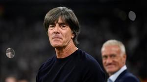 Joachim Löw y, al fondo, Didier Deschamps, durante el Alemania-Francia del pasado jueves en Múnich.