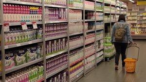 Lineal de lácteos en un supermercado Bonpreu de la calle de Dublínde Barcelona.