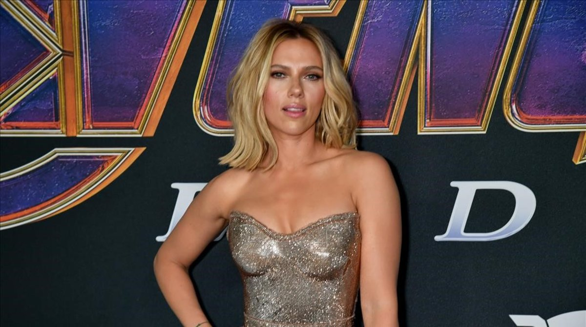 Scarlett Johansson posa para los fotógrafos.