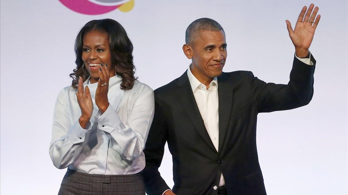 El expresidente Barack Obama y la exprimera dama Michelle Obama, en un acto de la Obama Foundation Summit, en Chicago.
