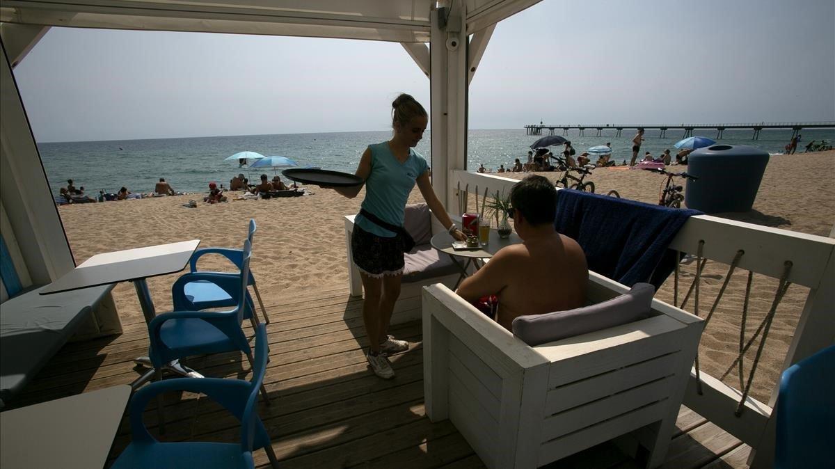 Els xiringuitos de platja de Barcelona renuncien a obrir aquest estiu