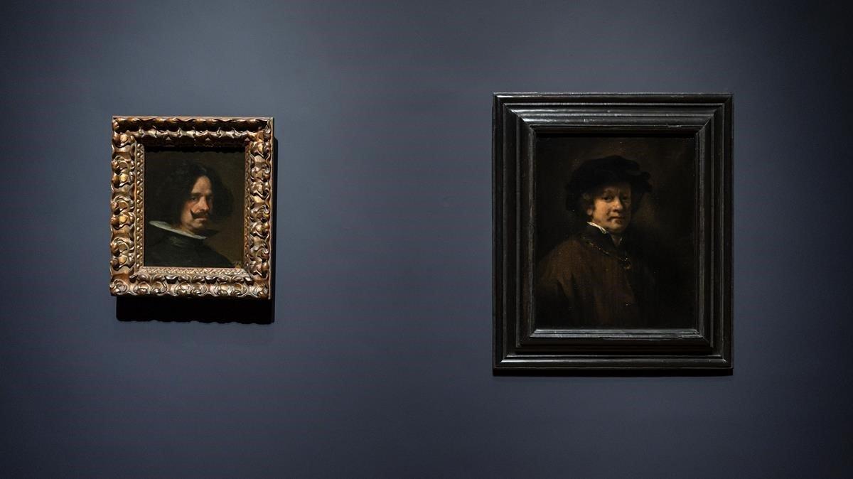 Los autorretratos de Velázquez (izquierda) y Rembrandt expuestos en el Rijksmuseum, codo a codo.