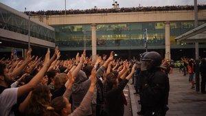 Manifestantes en el aeropuerto de El Prat