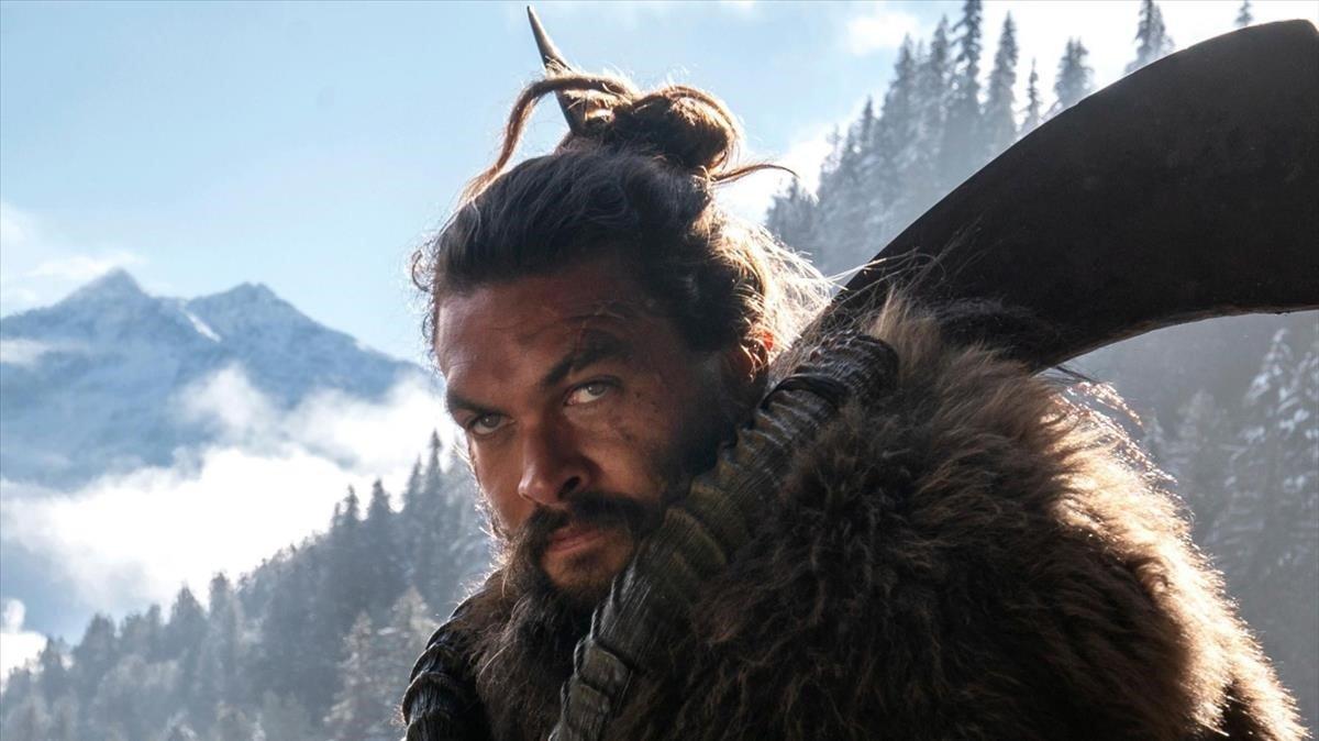 Jason Momoa, jefe tribal en 'See' y, según se mire, la versión moderna de Victor Mature.