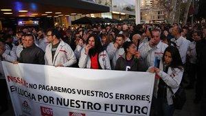 Concentración de trabajadores de Nissan frente al consulado de Japón, para exigir un plan industrial para las plantas españolas.