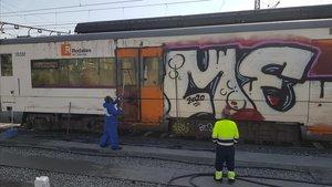 Els grafiters canvien de tàctica i paren els trens en marxa per pintar-los