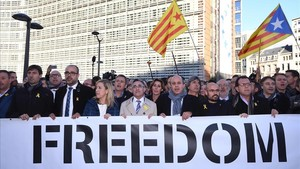 zentauroepp40851059 catalan pro independence mayors hold a banner as they demons171107141811
