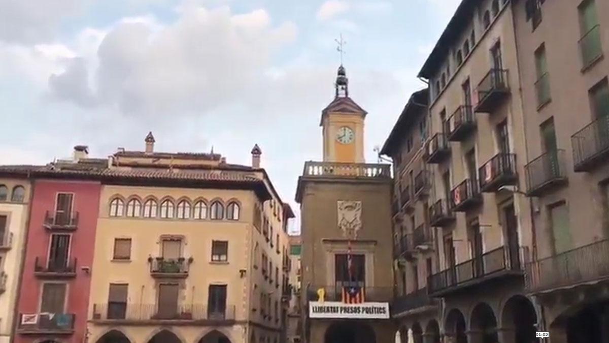 ayuntamiento de vic difunde proclamas independentistas por megafonía