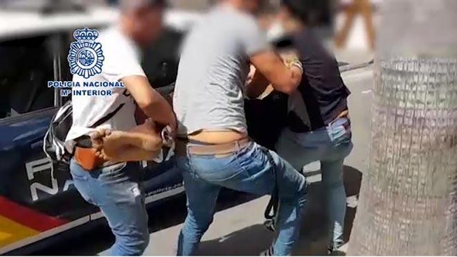 Així ha detingut la policia a Torrevella un violador fugit de Torí | Vídeo