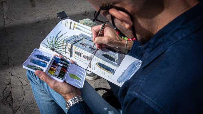 Actividad de dibujo en la plaza Reial organizada por Urban Sketchers Barcelona.