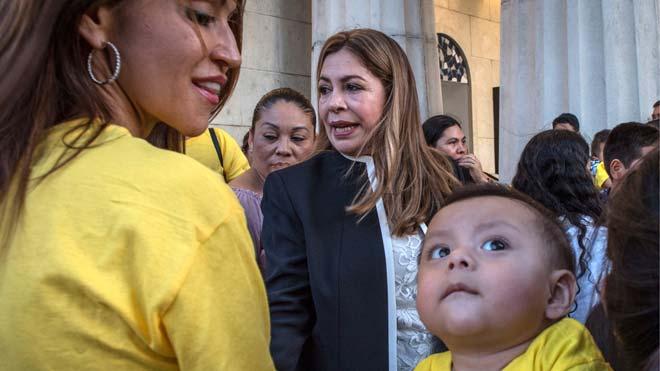 La activista Nora Sandigo, tutora legal de más de 2.500 niños nacidos en Estados Unidos de padres indocumentados, considera diabólico tener a menores inocentes en cárceles.