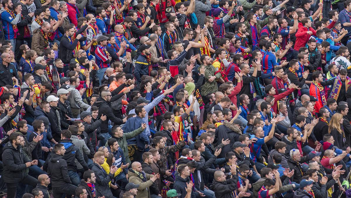 Aficionados azulgranas en un partido celebrado en el Camp Nou.