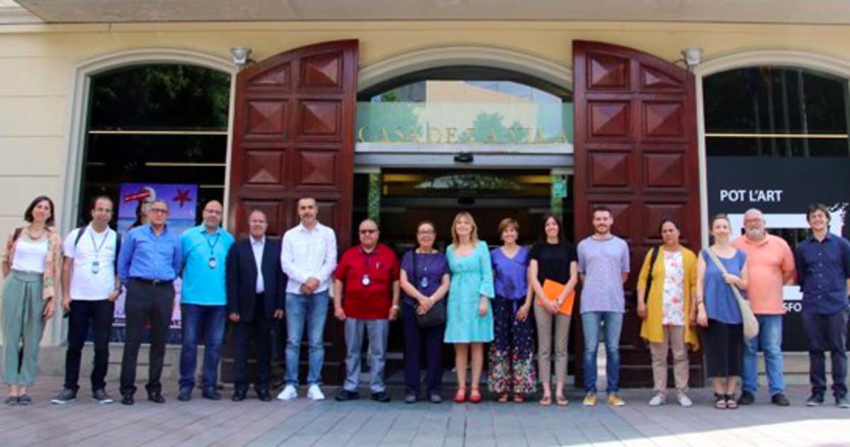 La alcaldesa de Sant Boi (centro) junto a representantes de los municipios participantes del proyecto de cooperación entre Barcelona y Marruecos