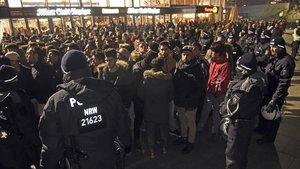 Un grupo de refugiados en la estación de Colonia en una foto de archivo del 31 de diciembre del 2016.