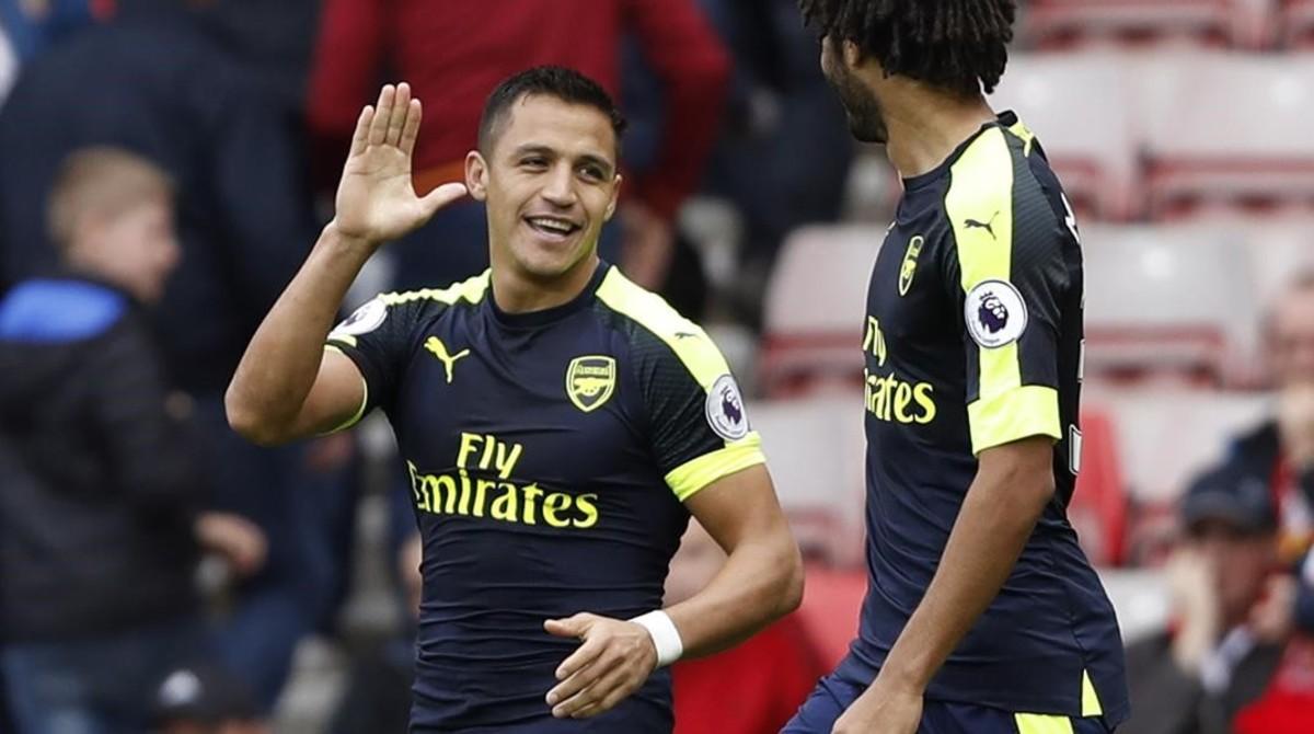 Alexis Sánchez, en octubre, jugando un partido con el Arsenal.