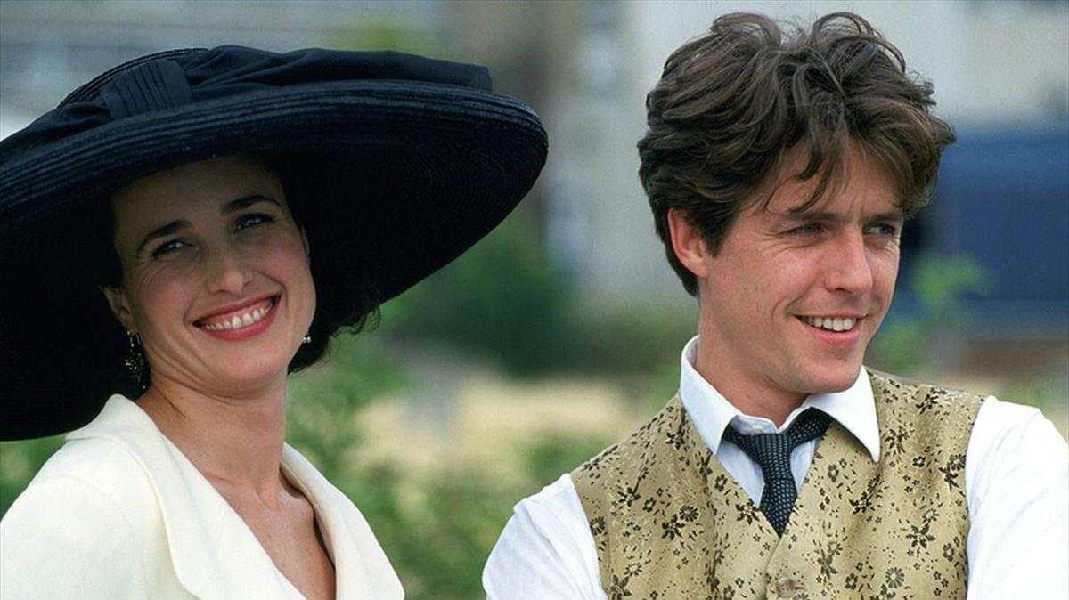 Andie McDowell y Hugh Grant, en 'Cuatro bodas y un funeral'