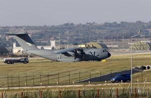 Un avión de transporte de las fuerzas aéreas turcas, en la base de Incirlik.