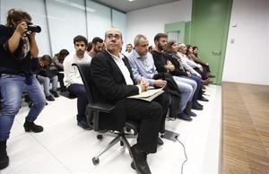 El juez imputa por desobediencia a 6 concejales de Badalona por abrir el 12 de Octubre