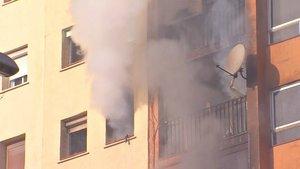 Detalle del edificio incendiado en el barrio de Sant Roc de Badalona.