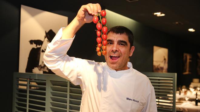 Marc Roca, del restaurante Blau, presenta su bacalao con garbanzos.
