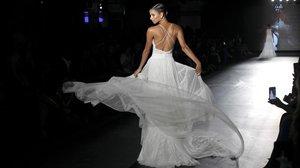 Un diseño nupcial deRosa Clará, presentado en la pasada edición de la Barcelona Bridal Fashion Week, en el recinte modernista de Sat Pau.