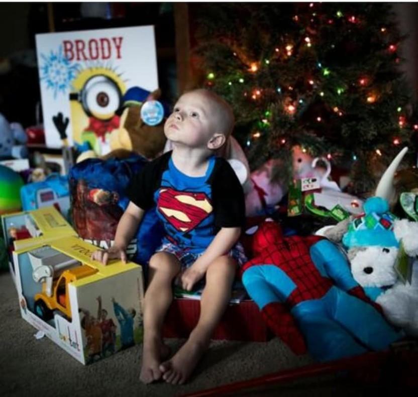 Adelantan la Navidad para Brody, un niño de dos años con un cáncer terminal