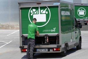 Camión sostenible de reparto a domiciliode las compras online de Mercadona.