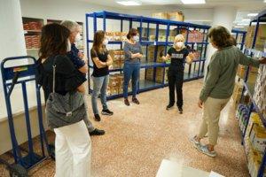 Esplugues posa en marxa un centre de distribució d'aliments davant l'augment de la demanda