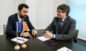 Carles Puigdemont y Roger Torrent, en una reunión en Bruselas, en enero del año pasado.