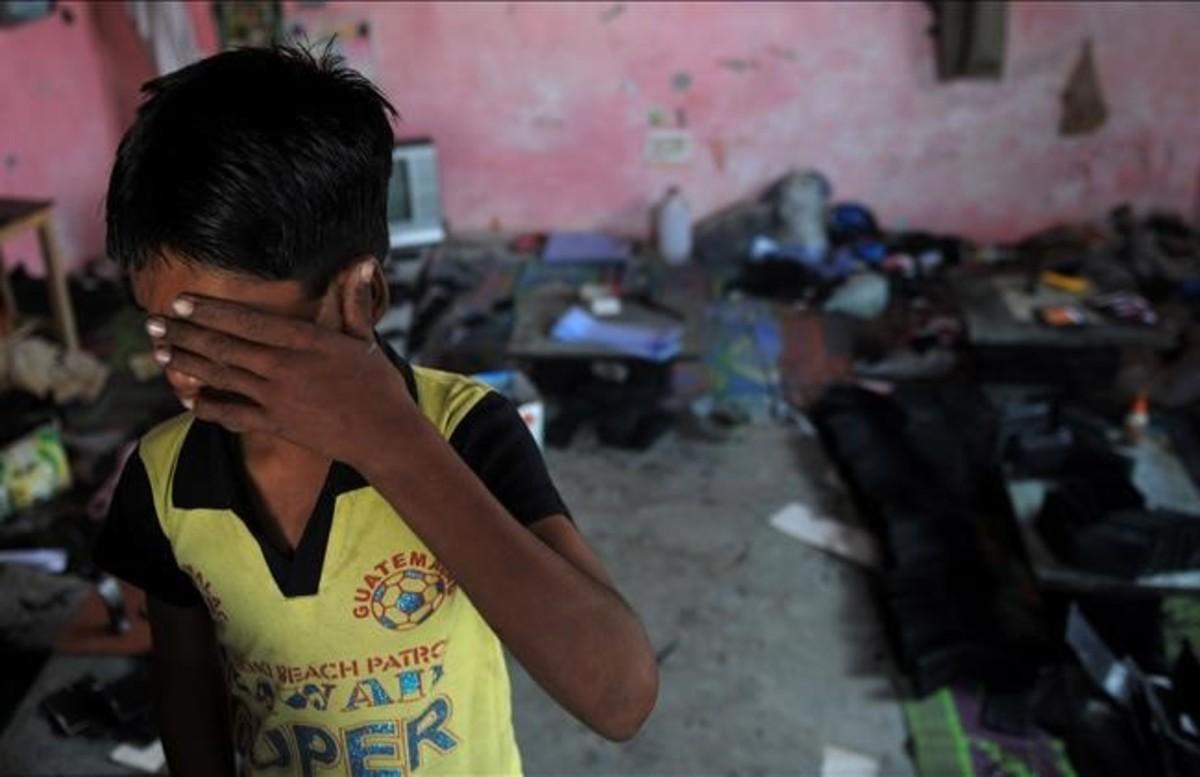 Rescate de un menor en Nueva Delhi (India), captado por una red criminal de explotación laboral infantil.