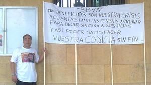Lorenzo Cobo en una protesta contra las injusticias del mercado inmobiliario.
