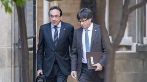 El 'conseller' de Territori, Josep Rull, y el 'president'de la Generalitat, Carles Puigdemont.