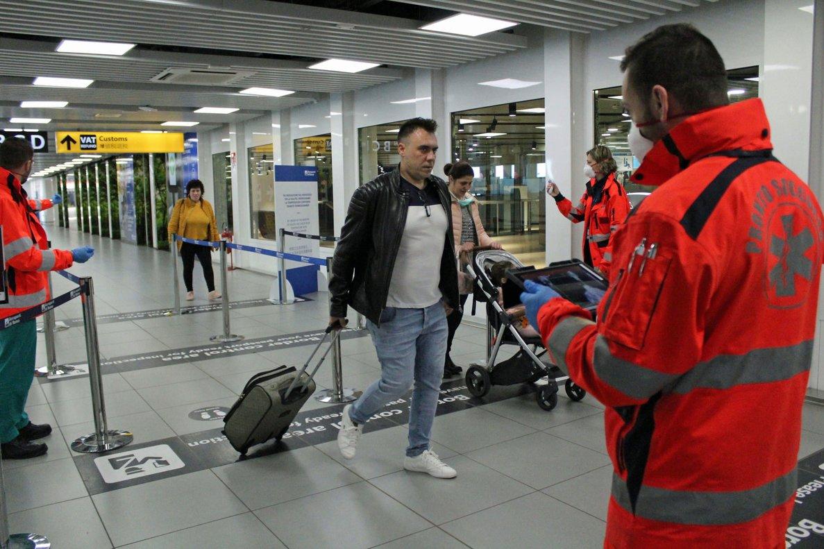 Controles sanitarios en el aeropuerto de Fiumicino, en Roma, el 29 de junio.