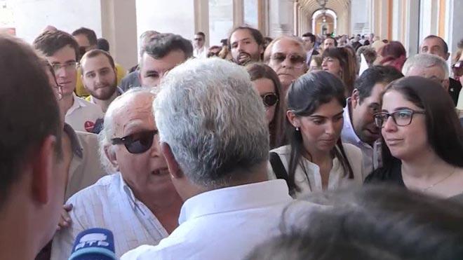 El primer ministre portuguès perd els nervis i s'enfronta a un votant