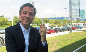 El humorista Raúl Pérez es Josep Pedrerol en Crackòvia (TV-3).