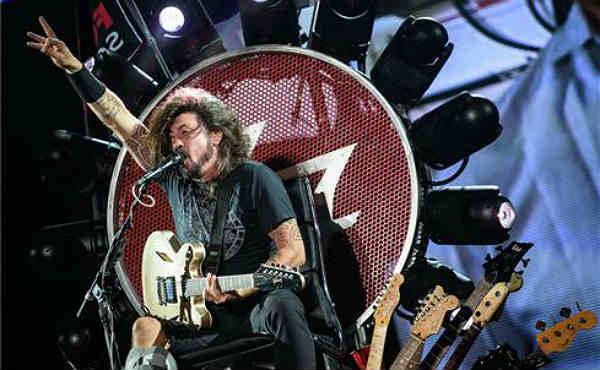 Dave Grohl agradeció el gesto de Rockin 1000 y anunció que los Foo Fighters visitarán Cesena.