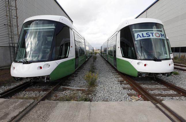 Dos trenes listos para funcionar en la planta de Alstom en Santa Perpètua de Mogoda.