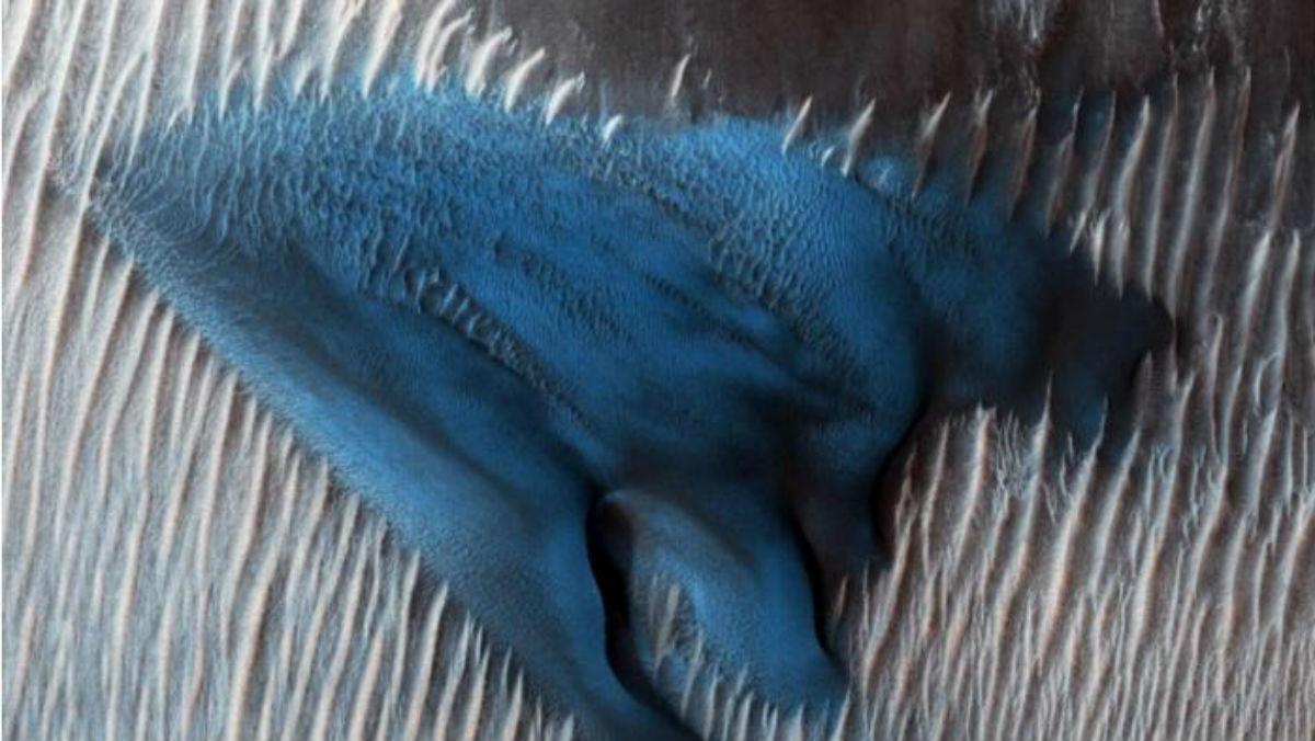 NASA revela imagen de dunas azules en Marte
